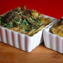 Makaron z sosem czosnkowym i szpinakiem