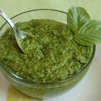 Pesto z bazylii i orzechów piniowych