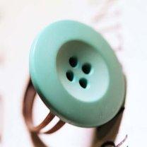 pierścionek z guzikiem