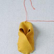 Buciki z filcu dla dziecka krok 8