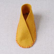 Buciki z filcu dla dziecka krok 10