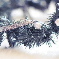 Łańcuch na choinkę z tasiemki i perełek