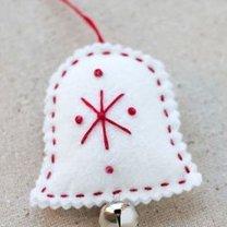 dzwonek z filcu na choinkę