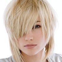 modna fryzura - włosy półdługie