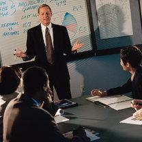 sukces w pracy, dostać awans, wypormować się w pracy, mieć dobrą opinię u szefa, przypodobać się szefowi