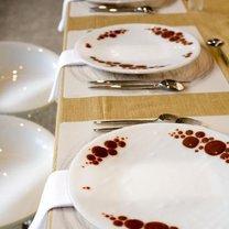 imponujące nakrycie stołu