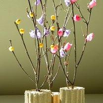 drzewko z gałązek i bibuły