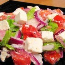 Sałatka z serem feta, pomidorami i rzodkiewką