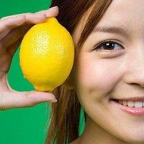 Kobieta z cytryną