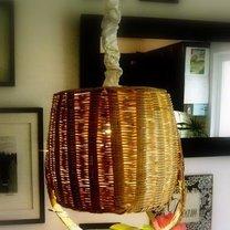 abażur z koszyka wiklinowego