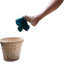 Przenoszenie palcami stóp przedmiotów