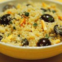 sałatka z komosy ryżowej z winogronem
