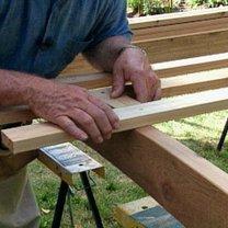 Budowa ławki ogrodowej z pergolą 9