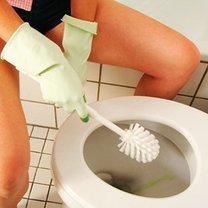 Usuwanie kamienia z toalety