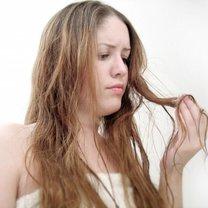 Rozdwajające się włosy