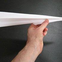 Prosty samolot z papieru