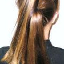 Robienie koka z długich włosów 2