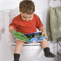 Dziecko korzystające z toalety
