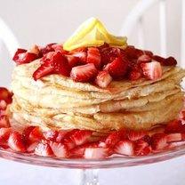 tort naleśnikowy z truskawkami