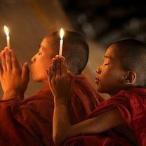 Modlący się mnisi