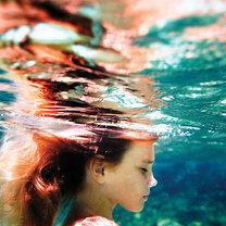 Dziewczynka w wodzie