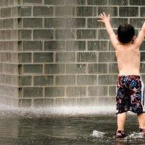 Dziecko na deszczu