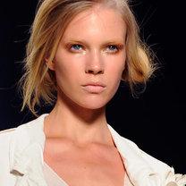 Modne fryzury 2011 - Donna Karan