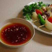 Szaszłyk z warzywammi i sosem