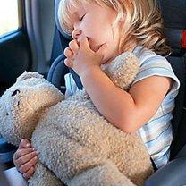 dziecko w samochodzie