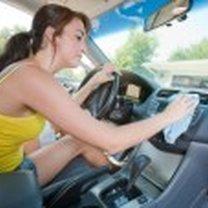 sprzątanie w samochodzie