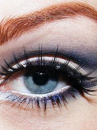 Koci makijaż oczu (Christina Aguilera)
