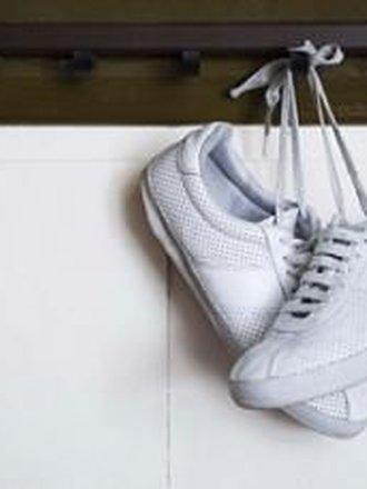 jak czyścić białe adidasy