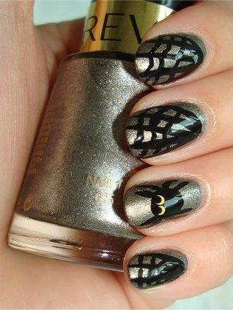 paznokcie na Halloween w pajęczyny