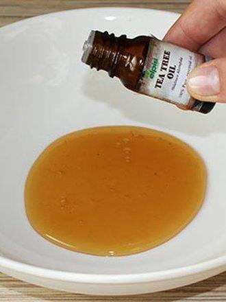miód i olejek z drzewa herbacianego