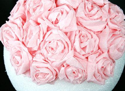 Robienie kuli z papierowych kwiatów 12