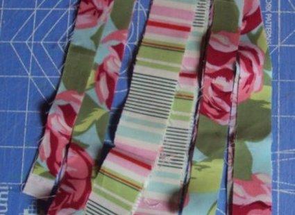 Bransoletka ze sznurka i materiału krok 2