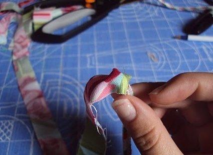Bransoletka ze sznurka i materiału krok 4