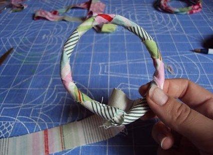 Bransoletka ze sznurka i materiału krok 6
