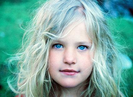 Portret blond dziewczynki