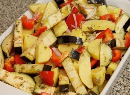 Robienie zapiekanki z ziemniaków i warzyw