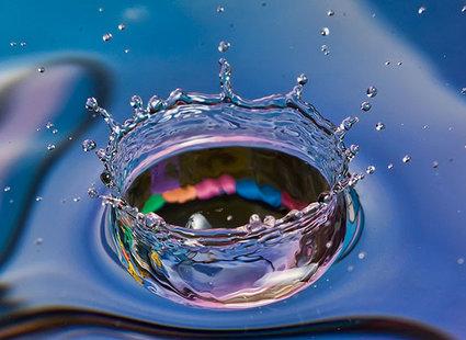 Fioletowa kropla wody