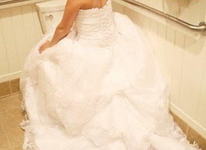 Sikanie w sukience ślubnej