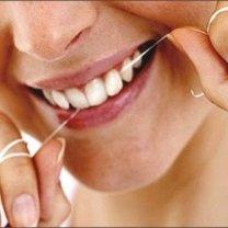 nitkowanie zębów