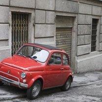 samochód na chodniku