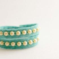 bransoletka z filcu i perełek