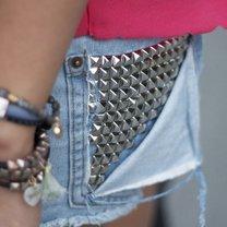 Spodenki jeansowe z ćwiekami