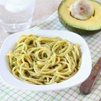 spaghetti z sosem awokado