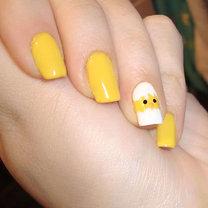 paznokcie na święta Wielkanocne – kurczaczek