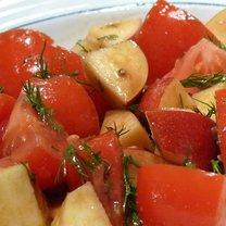 Sałatka z pomidorem, jabłkiem, koperkiem i winegret