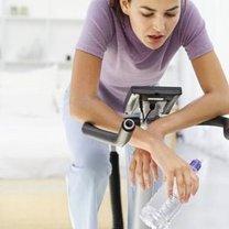 trening na rowerku stacjonarnym